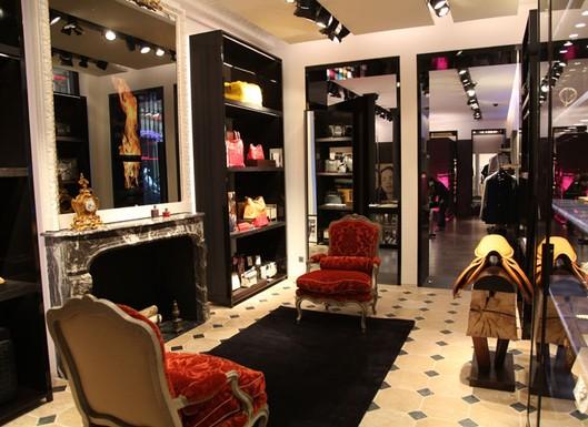 8275e08c0a3be Grife CH Carolina Herrera chega a Paris – Infinite Luxury