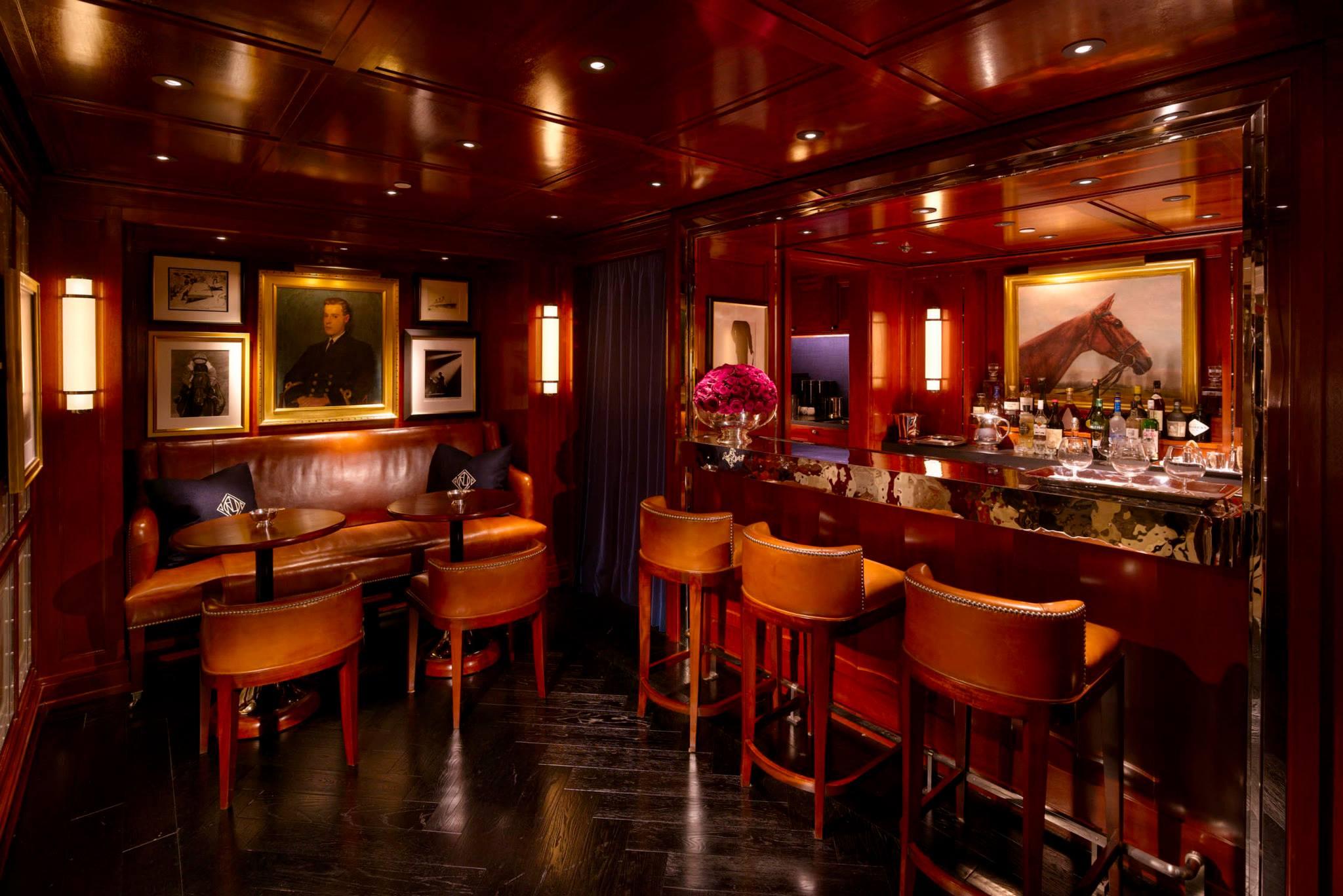 76111af55 Bar com drinks especiais para clientes Ralph Lauren